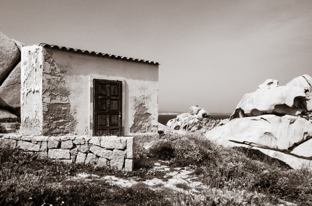 An old shed at the Punto di Osservazione del Tramonto in Sardinia